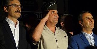 Komutan 'En büyük asker bizim asker' Sloganlarına Selam Durdu