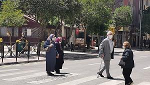 MANİSA'DA 65 YAŞ VE ÜZERİ İÇİN SOKAĞA ÇIKMA SAATLERİ DEĞİŞTİ