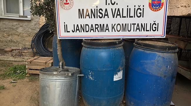 Salihli'de 4 bin 700 litre sahte içki ele geçirildi
