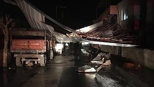 Manisa'da fırtına gece boyu etkili oldu