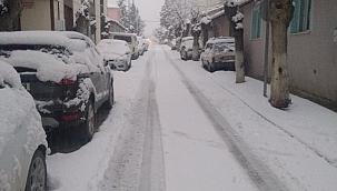Manisa'da güne karla uyandılar