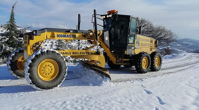 Manisa'da karla mücadele çalışmaları hız kazandı