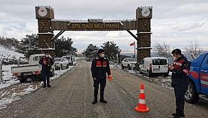 Manisa'da Spil'e çıkışlar durduruldu, barikat kuruldu