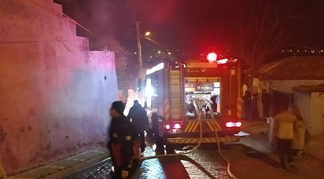 Manisa'da yangın söndürmeye giden itfaiyeyi darp ettiler