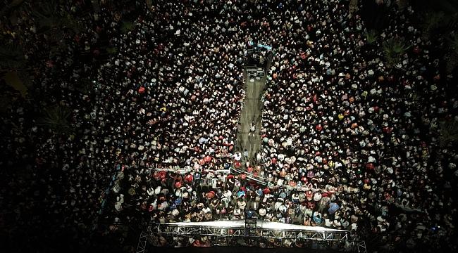 Manisa'da ünlü ismin konserine büyük ilgi