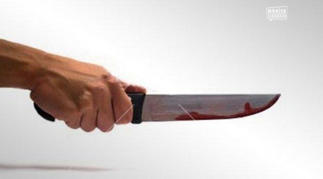 Anne ve babasını uyurken bıçakladı