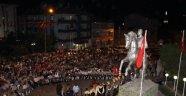 Demirci'de demokrasi nöbeti sürüyor
