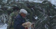 Manisa'da karda mahsur kalan çobanlar kurtarıldı
